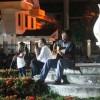 Dawai biola menyayat emperan dewan di malam solidaritas Diana