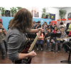 Eddie Van Halen blusukan ke sekolah